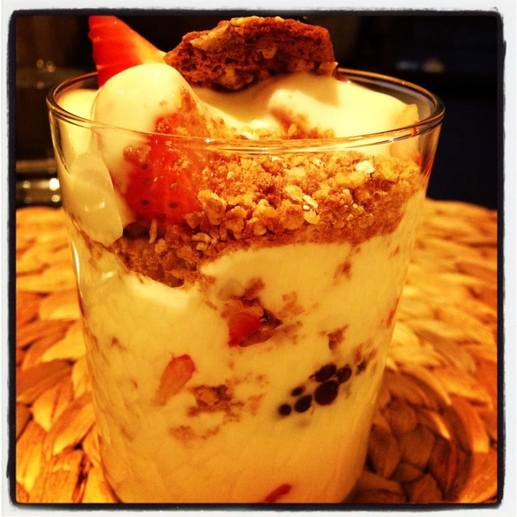 yoghurt berry parfait